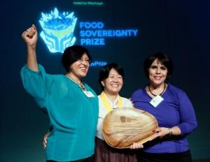 Jeomok Bak receives the Food Sovereignty Prize (Stuart Ramson/Insider Images for WhyHunger)